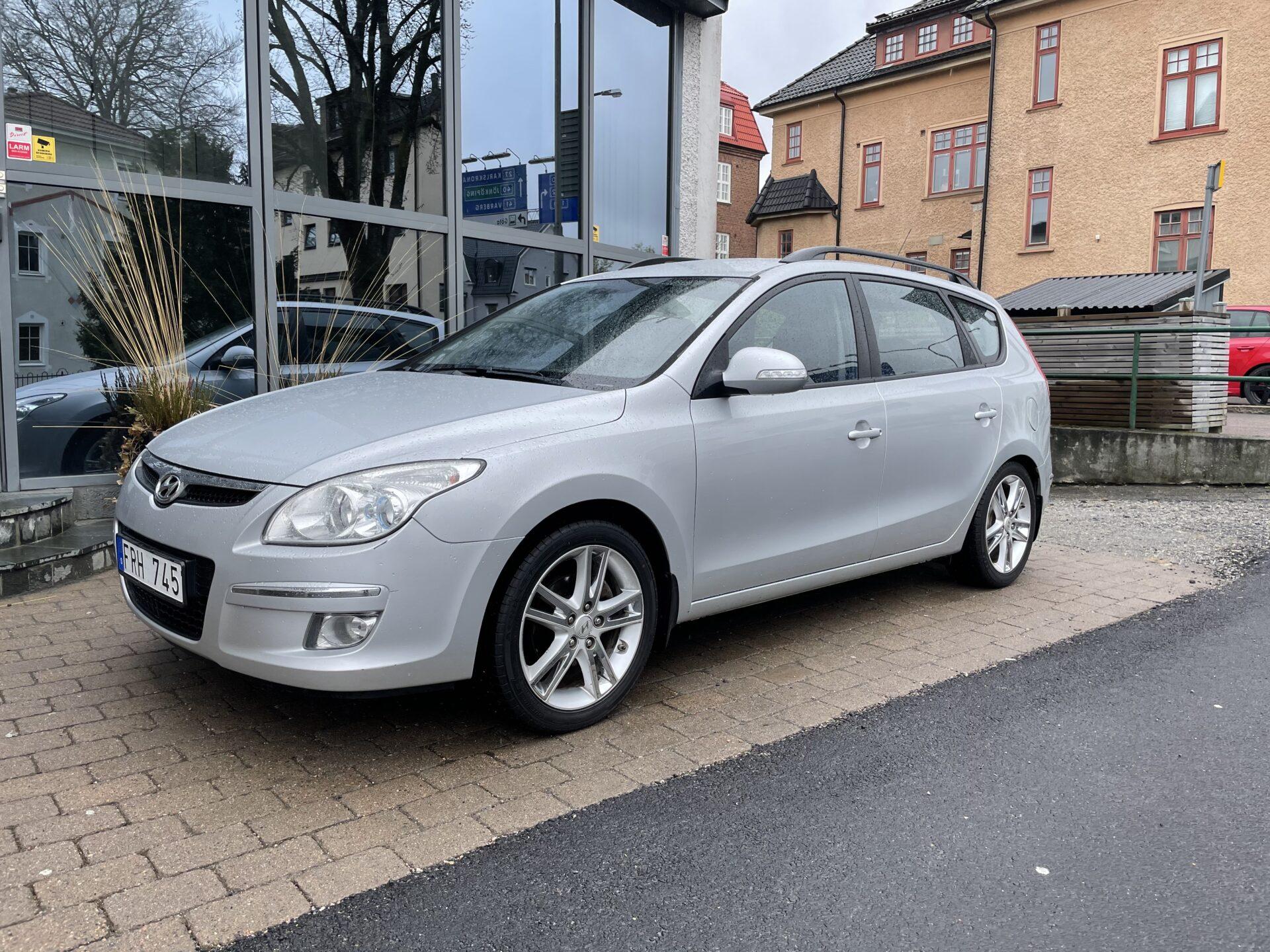 Hyundai i30 cw 2.0 143hk / Drag / V-hjul / Nybesiktigad